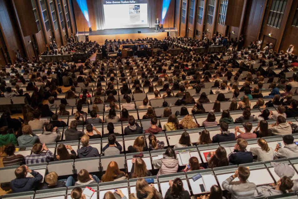 Professorinnen sind an Unis in NRW immer noch selten zu finden.