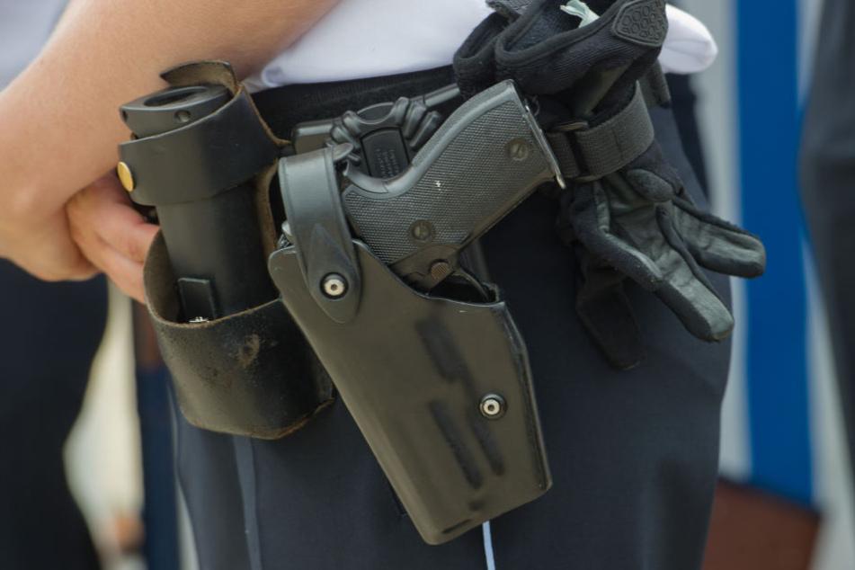 Polizei schießt auf aggressiven Messer-Mann