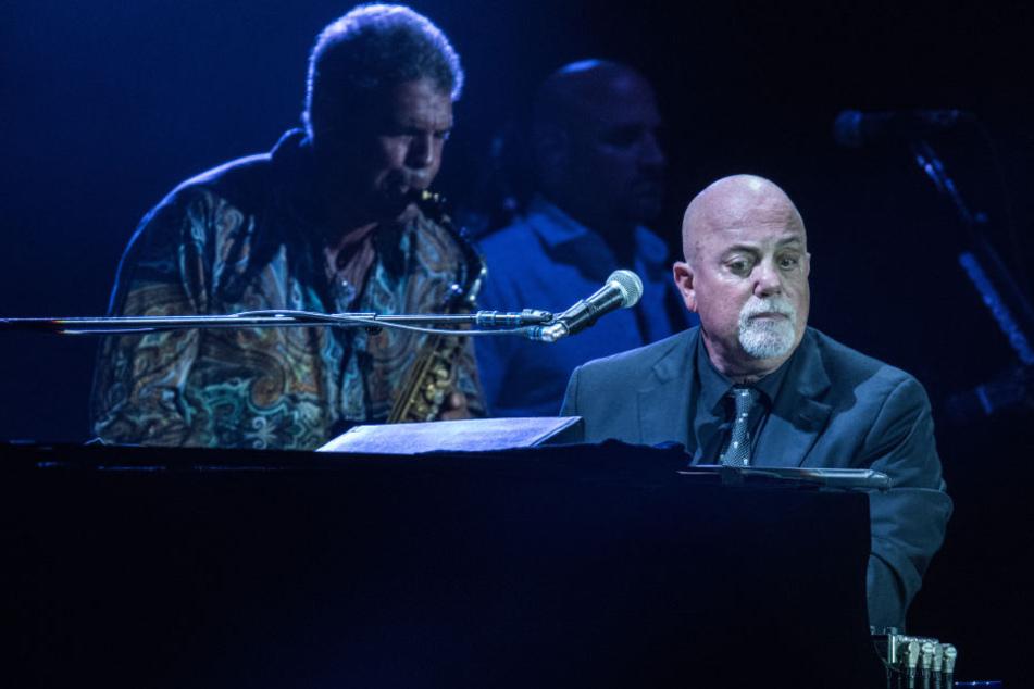 Einziges Deutschland-Konzert 2016: Die Fans hierzulande können Billy Joel nur selten erleben - so wie hier, beim Konzert in Frankfurt am Main in der Comerzbank-Arena vor mehr als 30.000 Zuschauern.