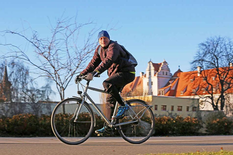 Andreas Schumann (48) bemängelt die fehlenden Radwege in der Innenstadt von  Zwickau.