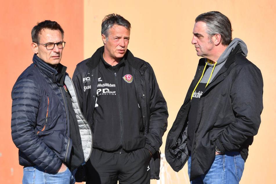 Haben bislang finanziell und sportlich alles im Griff: Geschäftsführer Michael Born, Trainer Uwe Neuhaus und Sportchef Ralf Minge (v.l.).