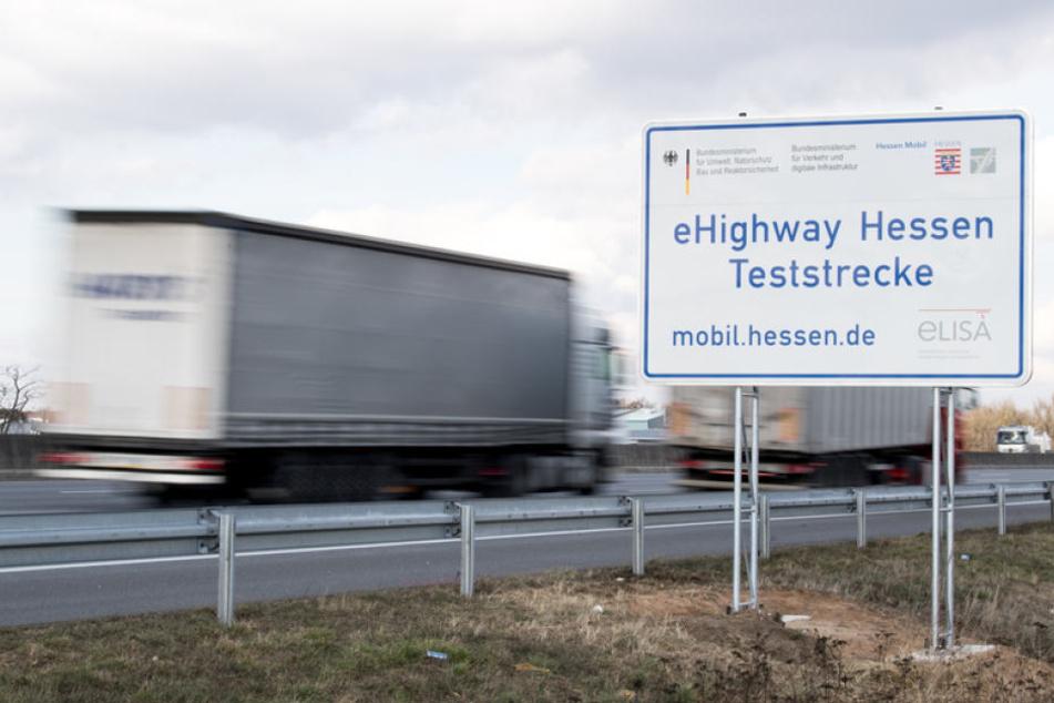 """Auf der A5 zwischen Darmstadt und Frankfurt begannen heute die Bauarbeiten für die """"eHighway""""-Teststrecke."""