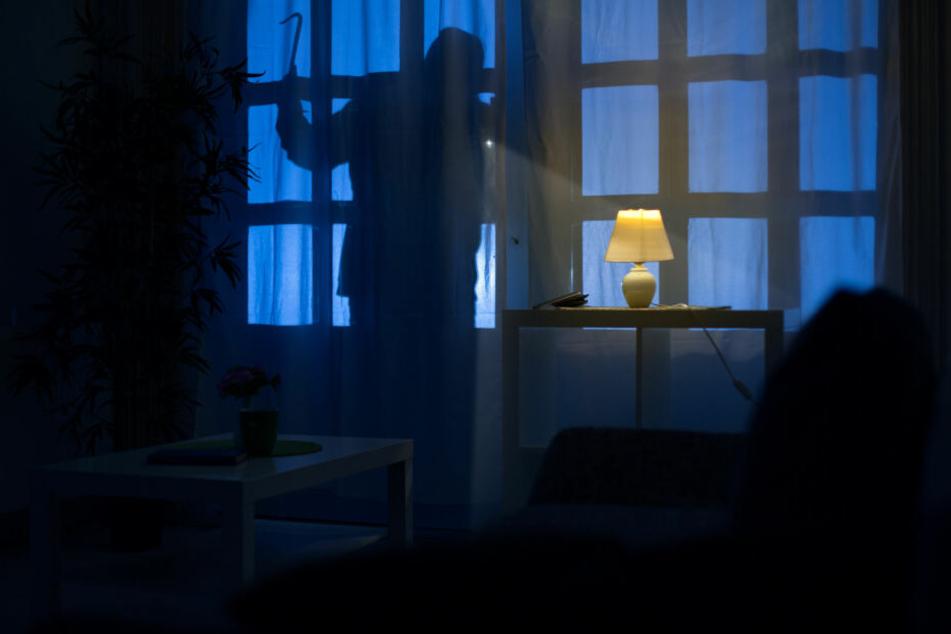 Chemnitz: Mieter überrascht Einbrecher an Balkon