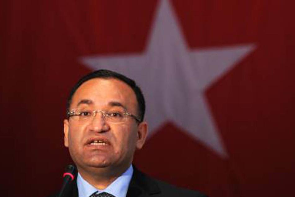 Justizminister Bekir Bozdag verteidigte den Gesetzesentwurf.