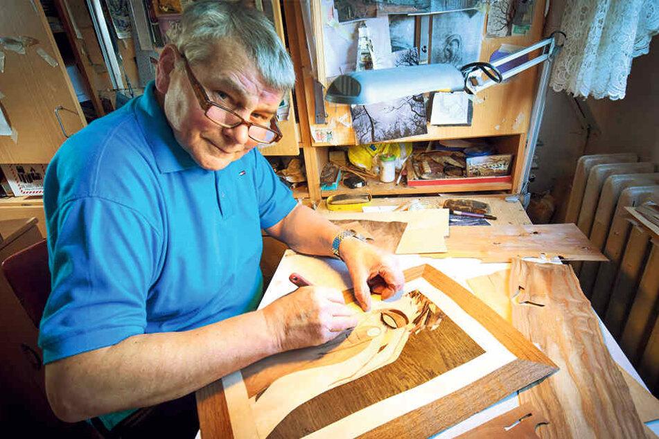 """Liebe zum kleinsten Detail: Mit scharfem Messer """"malt"""" Harry Müller filigrane Kunstwerke aus hunderten seltenen Edelhölzern."""
