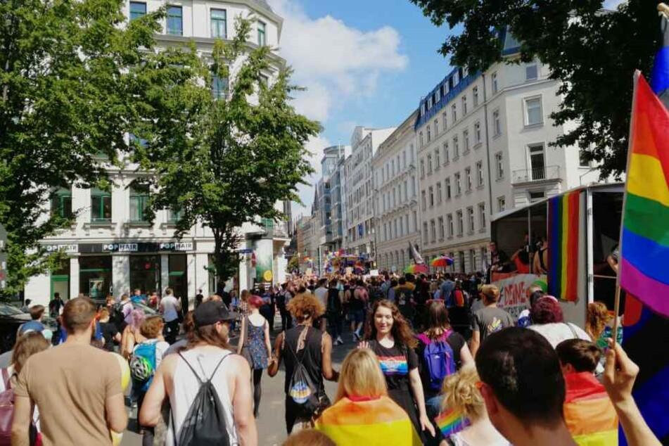 Tausende Menschen zogen am Samstag anlässlich der CSD-Demo durch Leipzig.