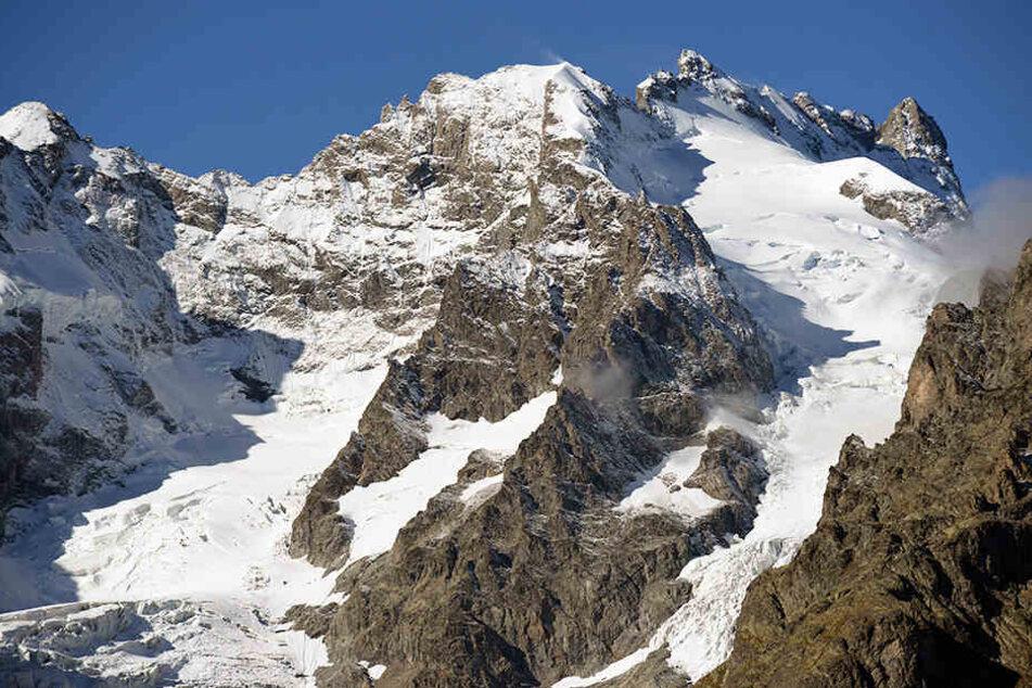 Die Alpen erstrecken sich in einem 1200 Kilometer langen und zwischen 150 und 250 Kilometer breiten Bogen vom Ligurischen Meer bis zum Pannonischen Becken.