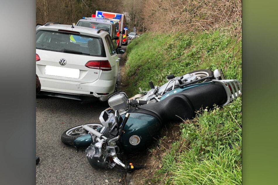 Ein Mann (50) ist mit seinem frisch erworbenen BMW-Motorrad in Ratingen verunglückt. Der Düsseldorfer erlitt dabei schwere Verletzungen.