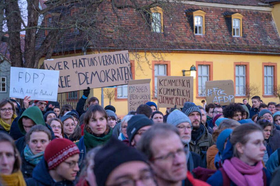Auch in Weimar protestierten hunderte Menschen gegen den neuen Ministerpräsidenten.