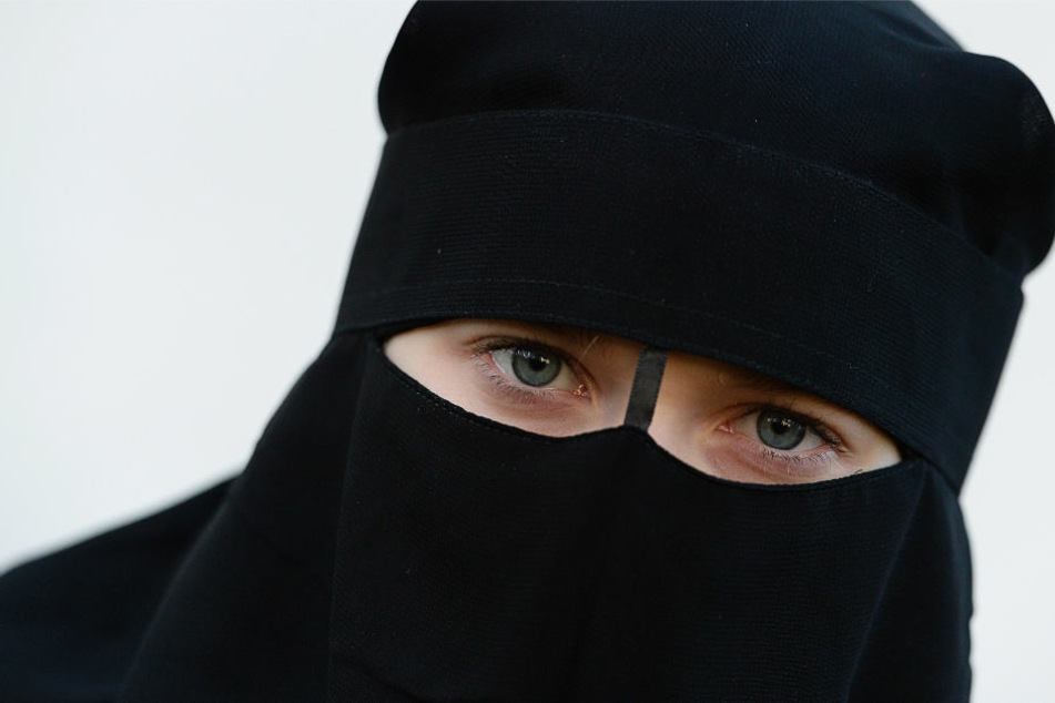 Der Niqab ist ein Gesichtsschleier, der von einigen Islamistinnen getragen wird (Archivbild).