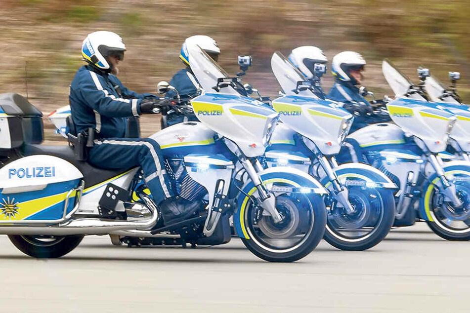 """Die vier Motorräder """"Victory Cross Country Tour"""" für Grenzkontrollen."""