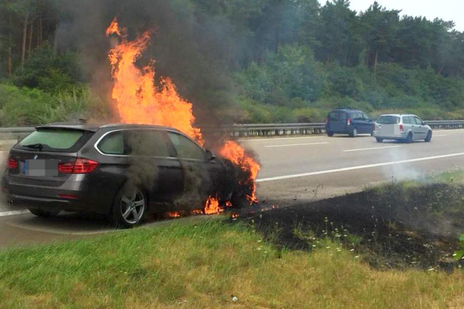 Auf der A2 bei Wollin ist am Sonntagnachmittag ein BMW in Brand geraten.
