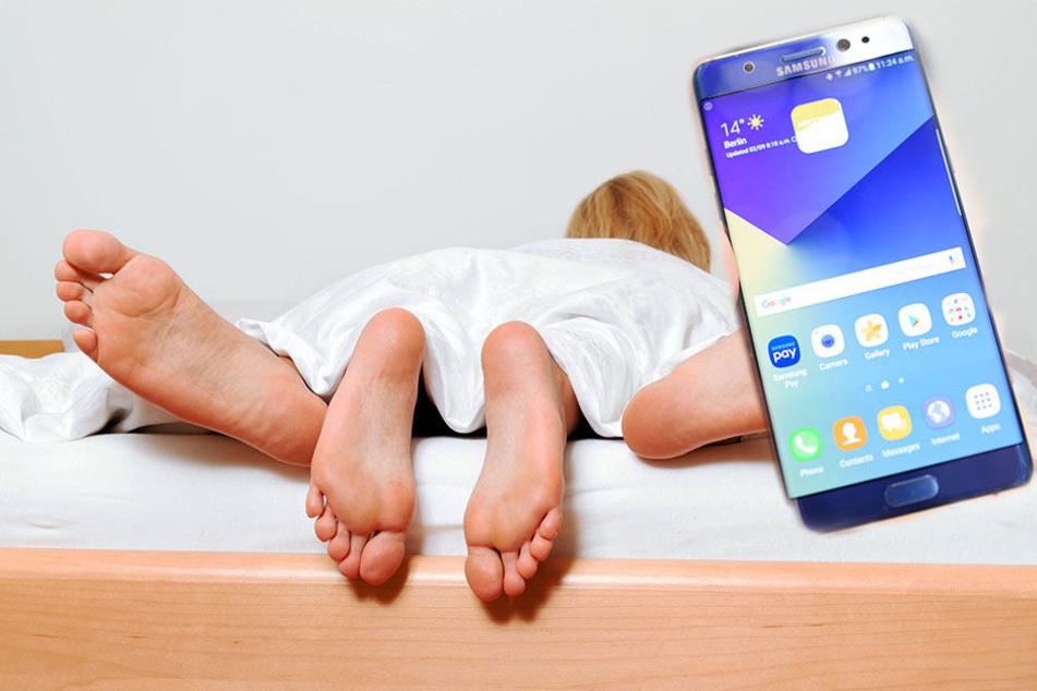 Nur jeder fünfte Deutsche schaltet beim Akt der Liebe sein Handy aus.
