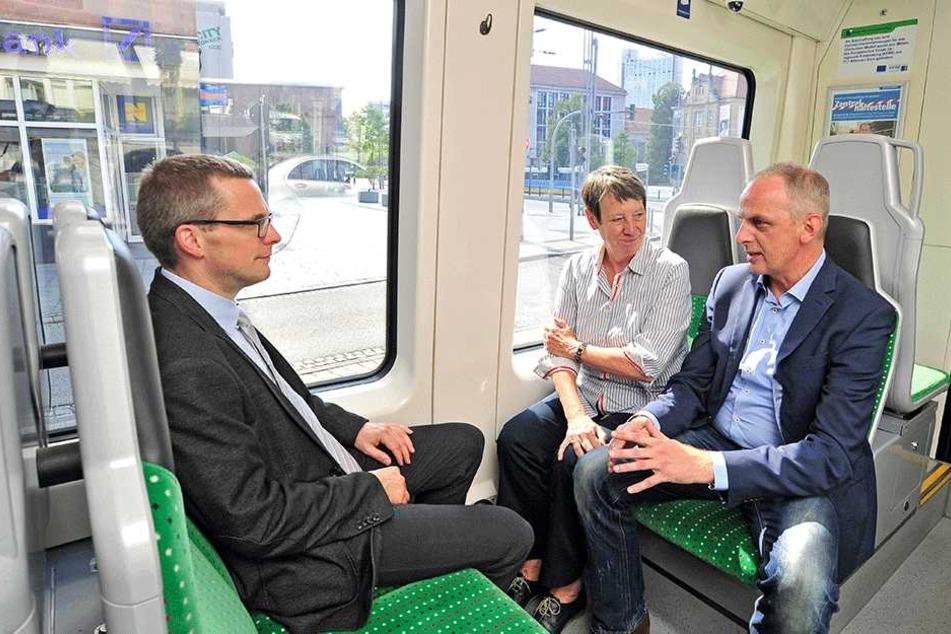Detlef Müller (53, SPD, r.) fuhr erst im Sommer 2017 mit Umweltministerin Barbara Hendricks (65, SPD) durch Chemnitz.