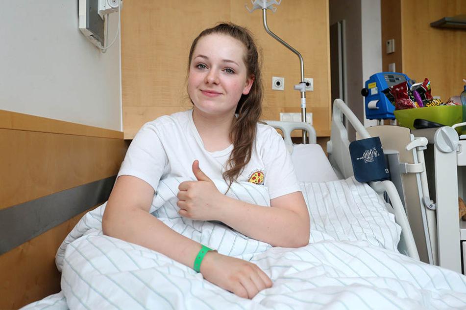 Alles roger im Krankenbett: Joline (14) Köllner möchte am liebsten wieder in die Luft.