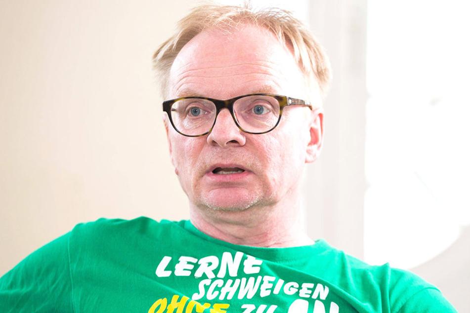 """""""Satire muss ätzen können, muss provozieren dürfen, muss an die Grenzen gehen können, ohne dass der Künstler Zensur befürchten muss"""", sagt Uwe Steimle (55)."""