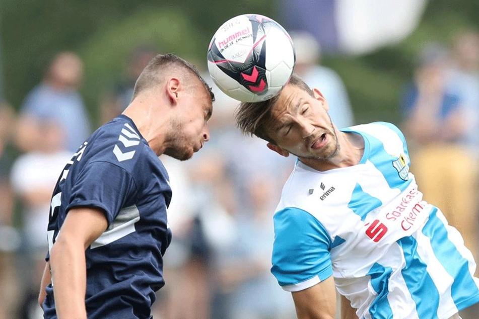 Matti Langer (r., gegen den Babelsberger Franko Uzelac) könnte in die Innenverteidigung des CFC rücken.