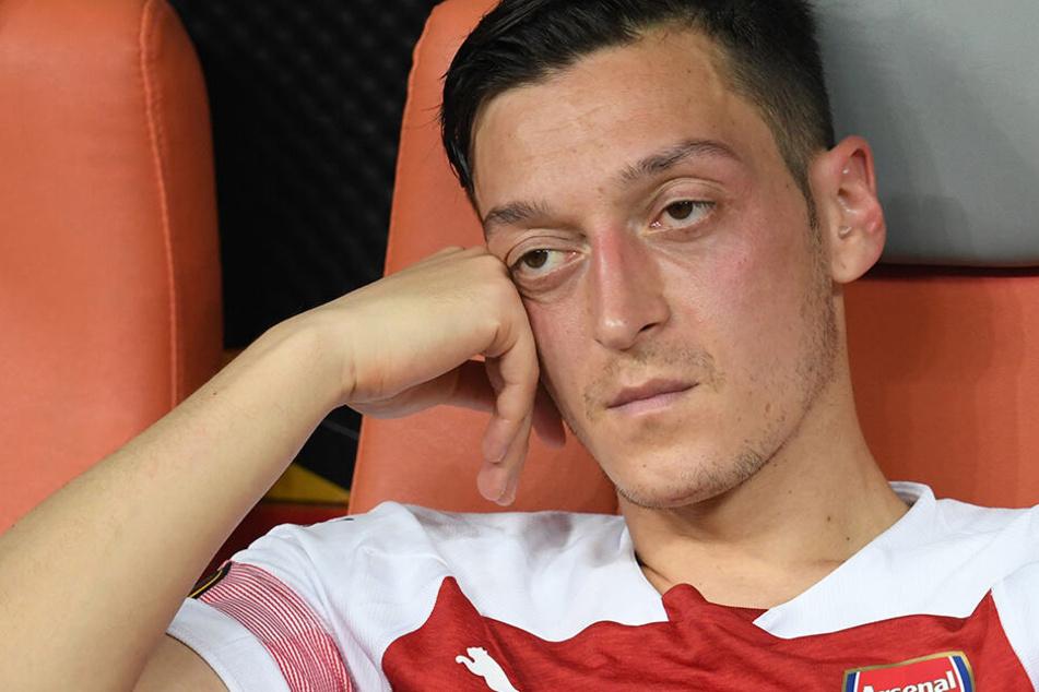 Özil überrascht mit verrückter Frisur und erntet reichlich Spott!