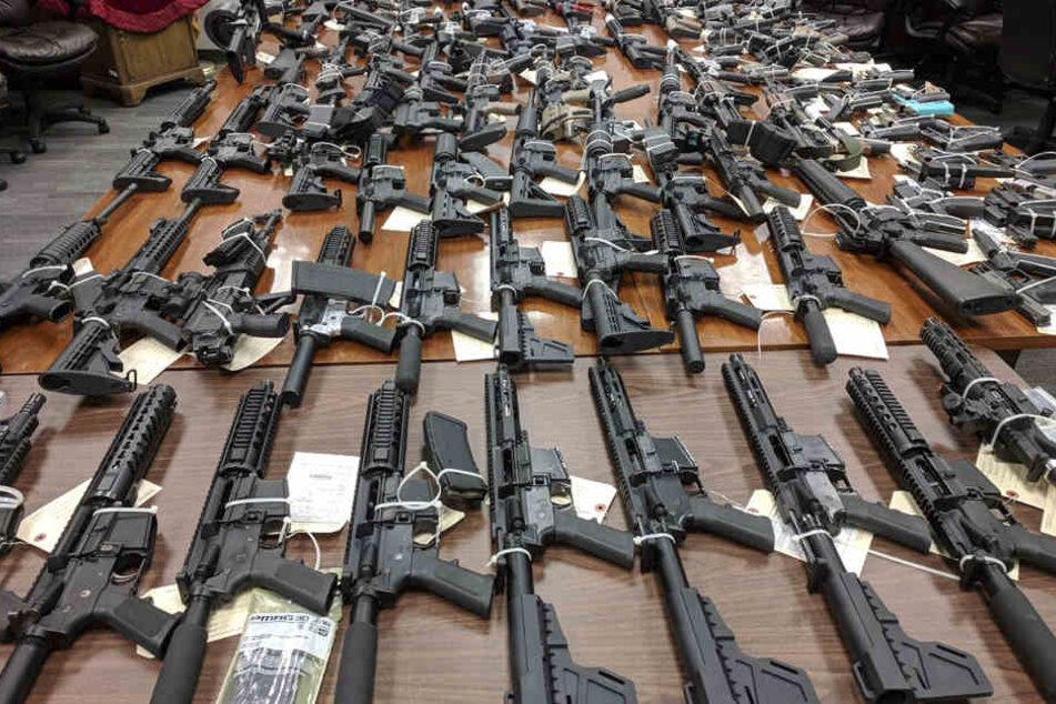 158 Pistolen und Revolver sowie 131 Gewehre wurden abgegeben. (Symbolbild)