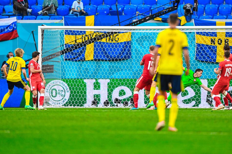 Emil Forsberg (l.) traf nach knapp einer Stunde zum 2:0 für Schweden.