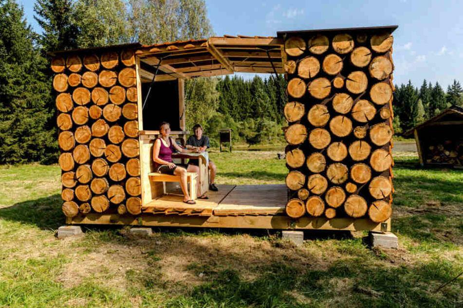 In solch einfachen Hütten können Wanderer übernachten. Hauptsache billig und trocken.
