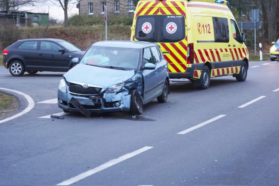 Heftiger Unfall: Auto und Transporter krachen ineinander