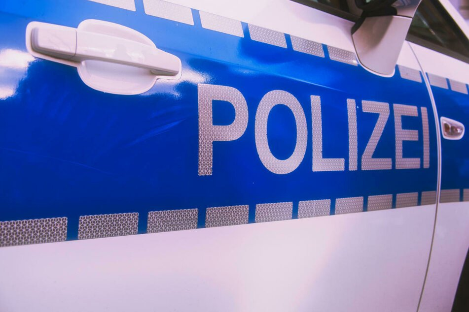 Die Polizei wurde am Donnerstagabend nach Großmehlra gerufen. Dort hatte sich ein Bewohner der Flüchtlingsunterkunft mit einem Messer verletzt. (Symbolfoto)
