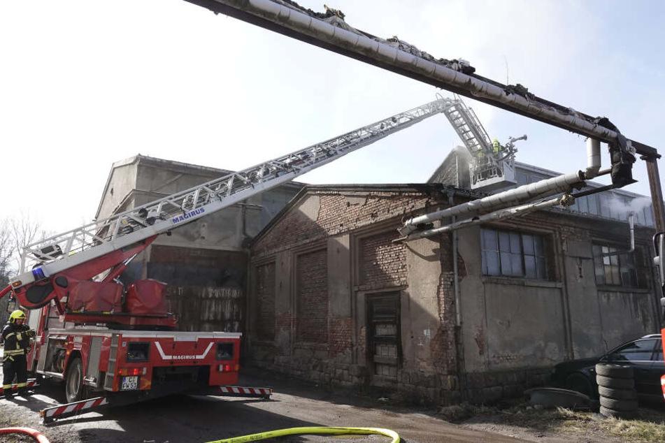 Das Feuer war im Dach des Gebäudes ausgebrochen und hatte sich schnell ausgebreitet.