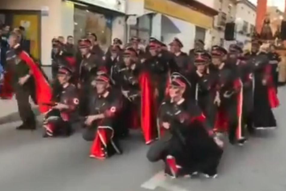 """""""Widerlich!"""": Karnevalsparade mit Nazis und KZ-Häftlingen"""