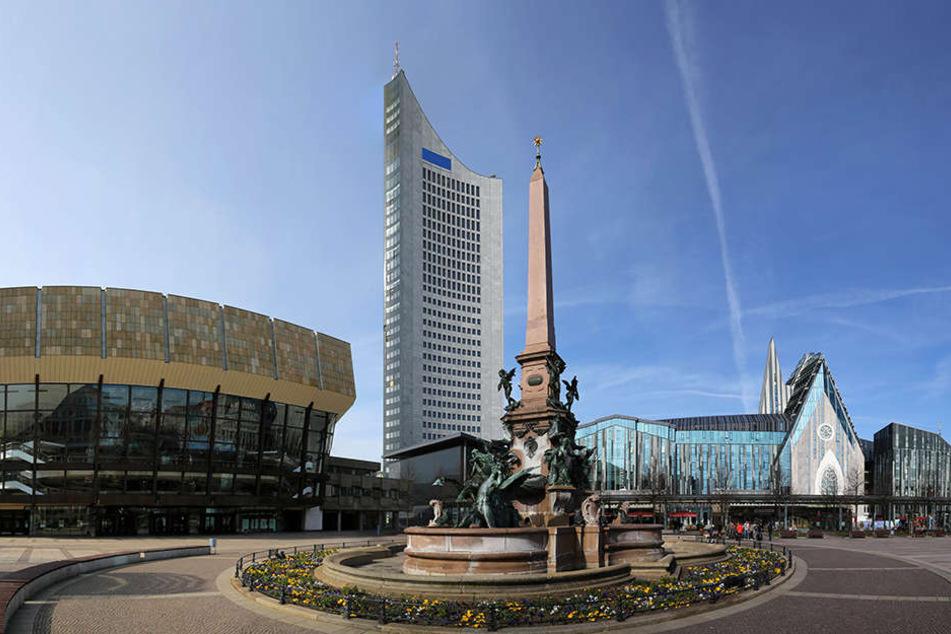Der Leipziger Augustusplatz mit Gewandhaus, Uniriesen und Paulinum - immer mehr Touristen zieht es hierher.
