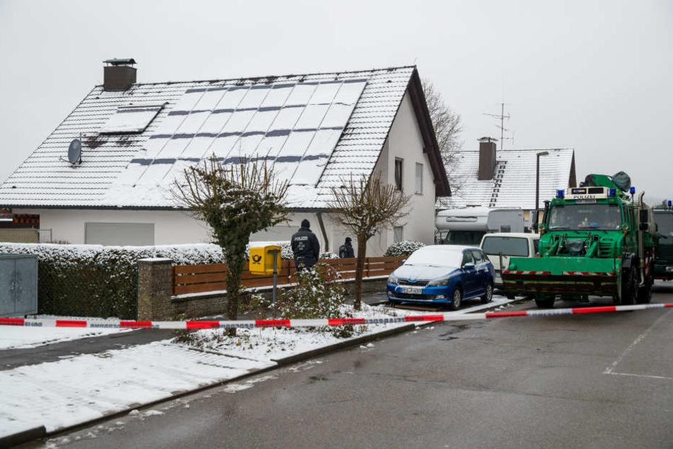 Das Haus des ermordeten Ehepaars: Der Sohn und dessen Frau sollen die Eltern im Dezember 2017 ermordet haben.