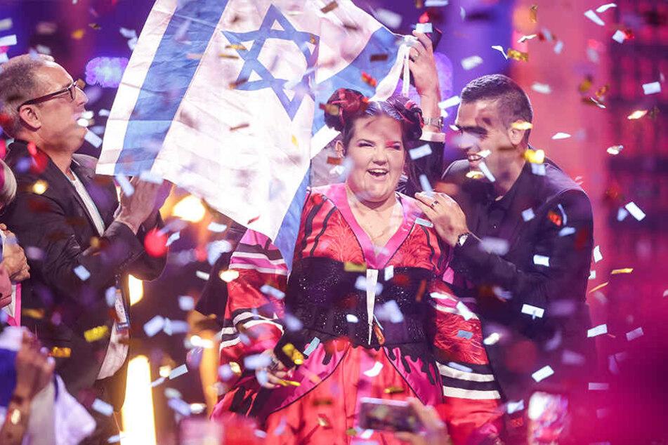 Die Sängerin Netta aus Israel freut sich beim Finale des 63. Eurovision Song Contest über ihren Sieg.