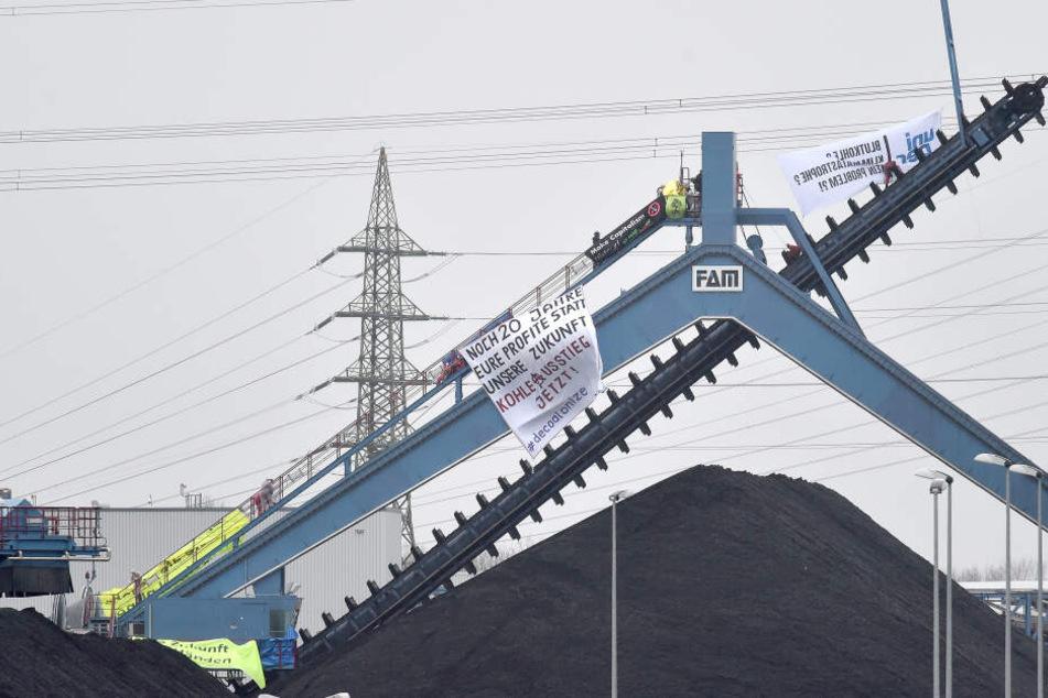 Aktivisten hatten das Kraftwerksgelände mit rund 120 Menschen vor Ort besetzt.