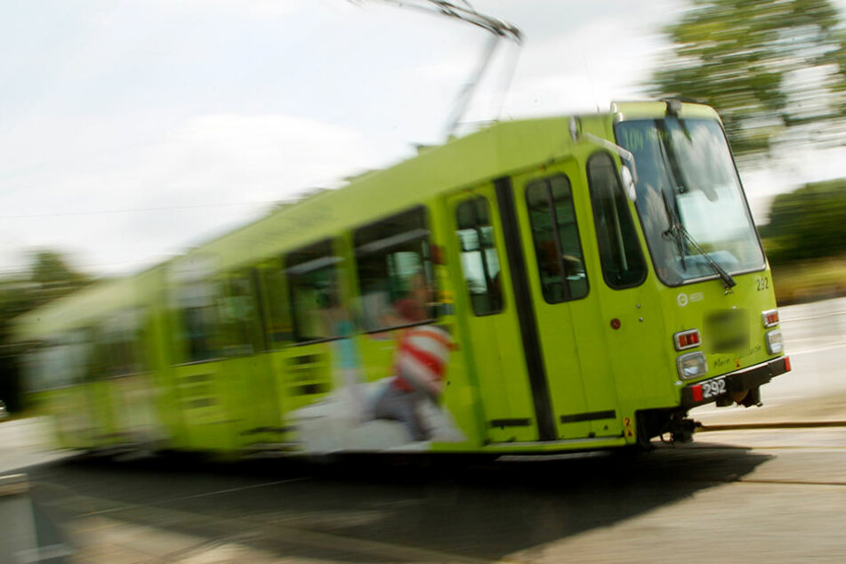 Der Fußgänger hatte die Straßenbahn übersehen. (Symbolbild)
