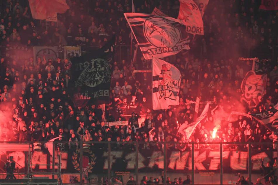 Beim Spiel gegen Inter Mailand entzündeten zahlreiche Fans Pyrotechnik.
