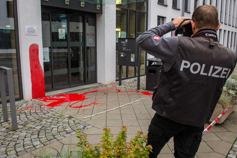 Protest gegen Abschiebungen? Farbattacke auf Bürgeramt in Erfurt