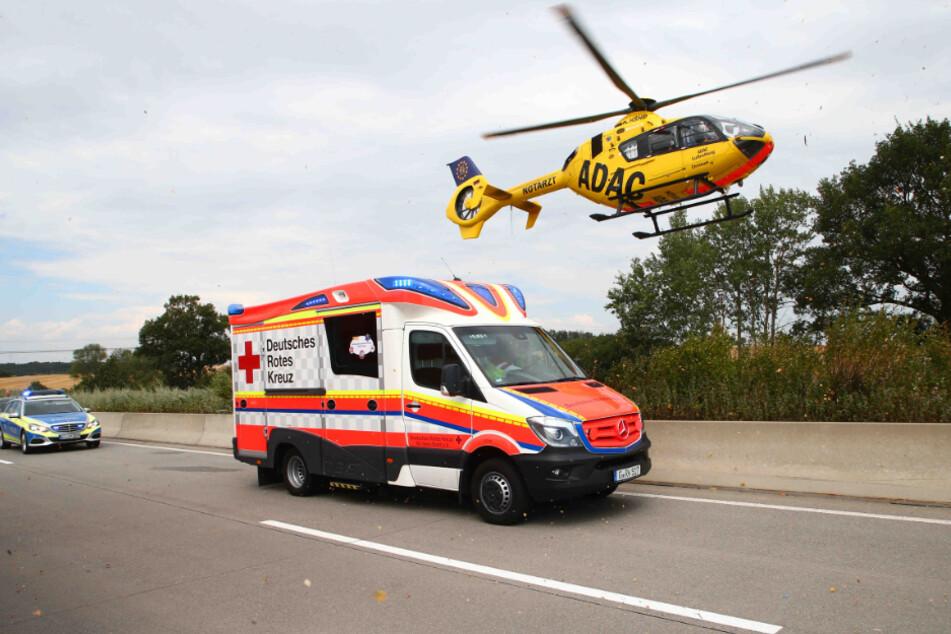 Drama auf A8: Beifahrerin wird aus Auto geschleudert und stirbt