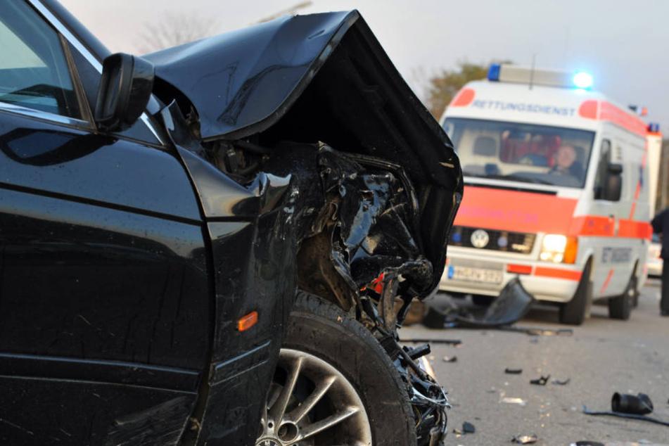 Kind (3) schwer verletzt! Fahrer überholte trotz Verbot