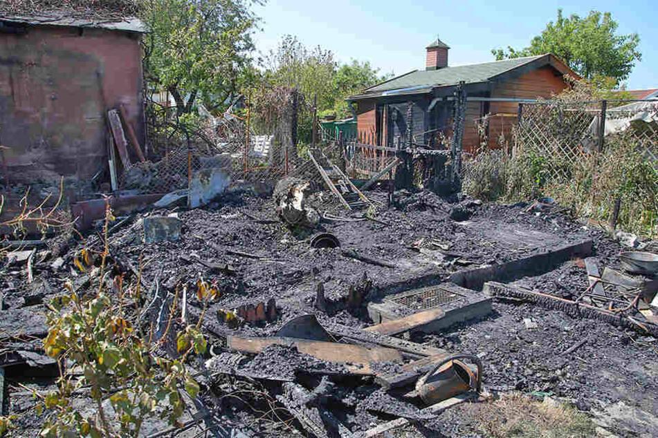 Zwei weitere Gartenhäuschen wurden beschädigt.