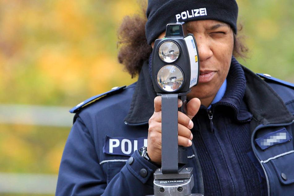 Mit stationären und mobilen Blitzern kämpfen die Beamten gegen Raser.