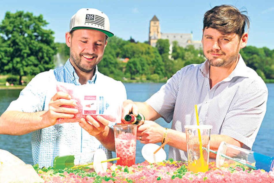 Steve Röpke (35) und Peter Rülke (42) haben die Cocktail-Fertigmischung  erfunden. Crushed Ice versetzt mit natürlichen Aromen muss nur noch mit  Flüssigkeit gemixt werden, schon sind Caipirinha, Mojito und Co. fertig.