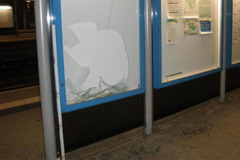 Ein 20-Jähriger Mann aus dem Vogtland ließ seine Wut an einer Bahnhofsscheibe aus.