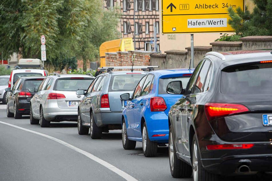 Urlauber, die mit dem Auto zur Ostsee fahren, stehen oft lange im Stau.