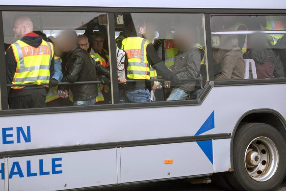 Am Dienstag werden wieder Dutzende Afghanen am Airport Leipzig/Halle zum Flugzeug gefahren.
