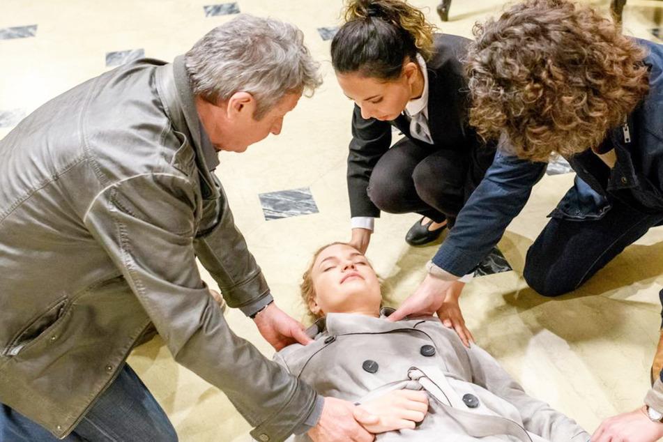 Dramatische Bilder: Mit einem vorgetäuschten Ohnmachtsanfall gelingt es Maja (Christina Arends), die Aufmerksamkeit auf sich zu ziehen.