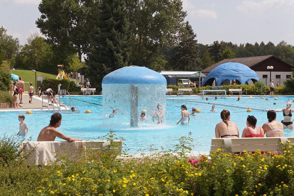 Endlich Sommer: Zum Badfest in Wittgensdorf gab es sommerliche Temperaturen um 27 Grad, es kamen viele Gäste.