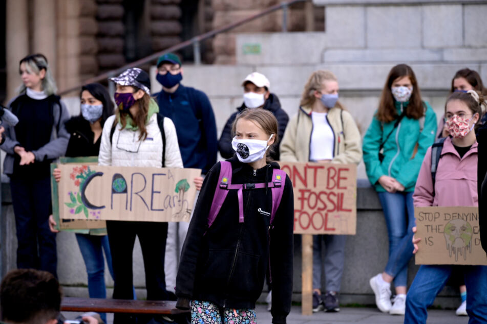 Greta Thunberg und ihre Mitstreiter protestieren vor dem schwedischen Parlament Riksdagen in Stockholm.
