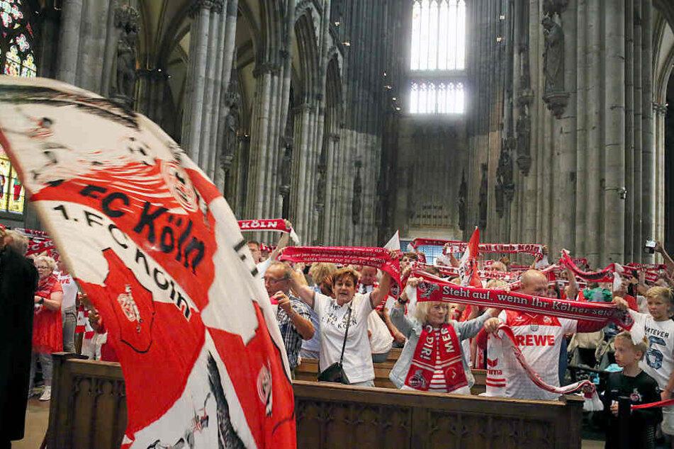 Am Freitagnachmittag kamen Tausende FC-Fans zu einer Andacht in den Kölner Dom (Archivbild).
