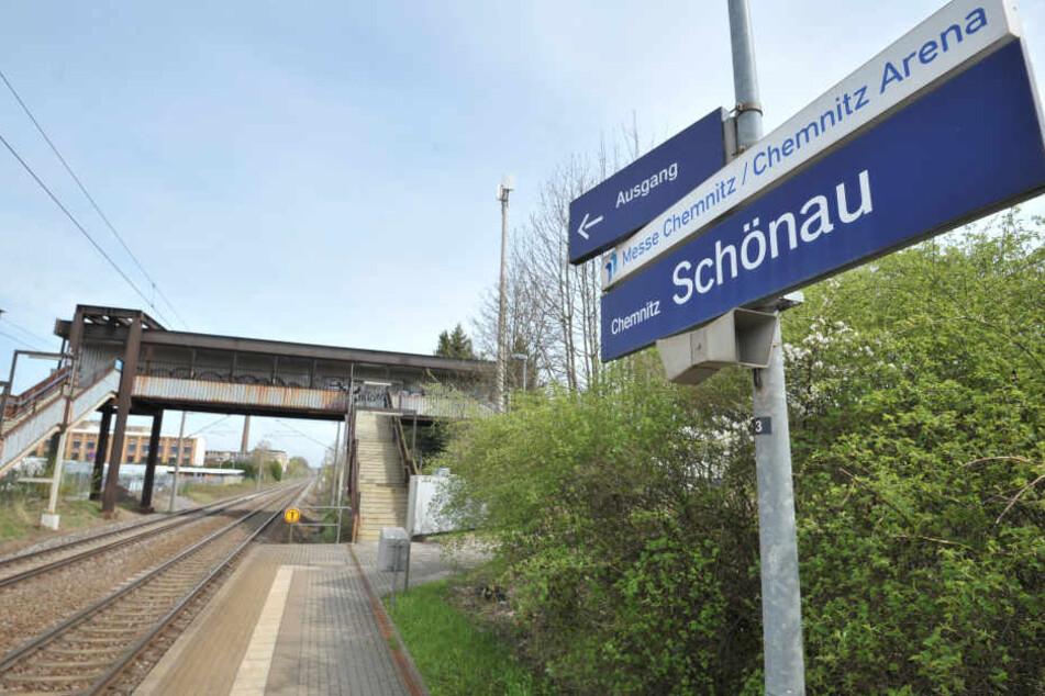 Vom Haltepunkt Schönau ist der Weg zur Messe lang und umständlich. Über eine  Verlegung wird seit Jahren debattiert. Die Zeit wird langsam knapp.