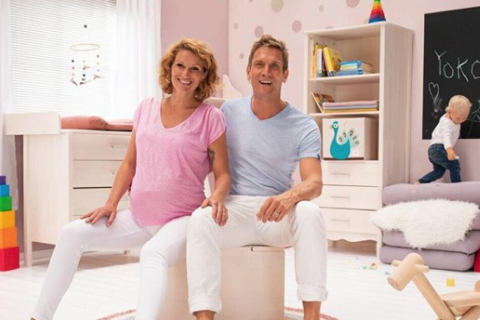 Janni (28) und Peer Kusmagk (44) sind gerade Eltern einer kleinen Tochter geworden.